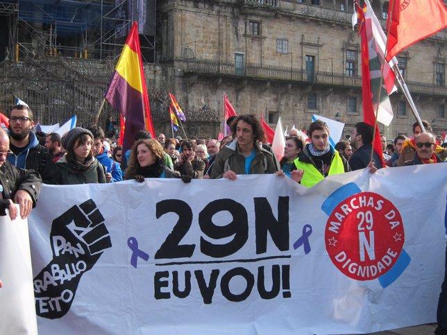 Una de las pancartas de la Colunma Galega de Marchas de la Dignidad