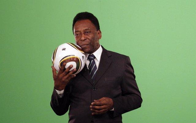 """Pelé tem """"instabilidade clínica"""" e é transferido a UTI"""