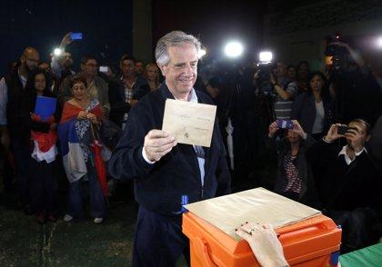 """Tabaré Vázquez vota y dice que si gana convocará """"un gran encuentro nacional"""""""