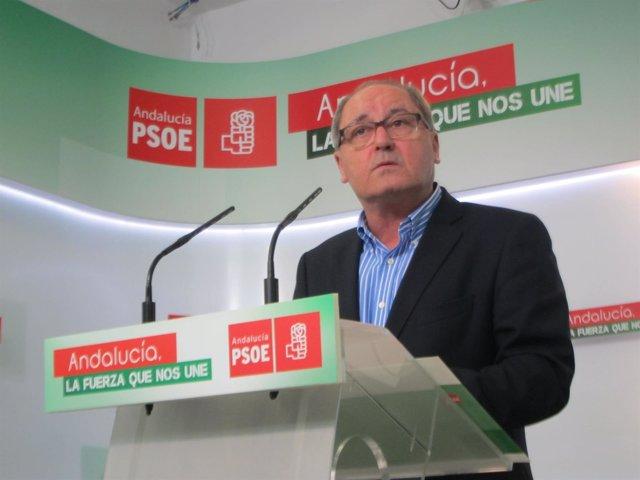Juan Cornejo este lunes en rueda de prensa