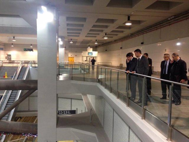 El conseller Santi Vila visita la estación del AVE de Girona inundada