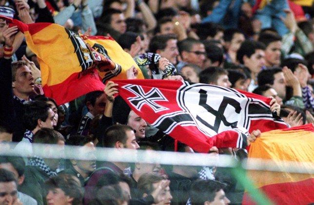 Ultras del Real Madrid en el Santiago Bernabéu