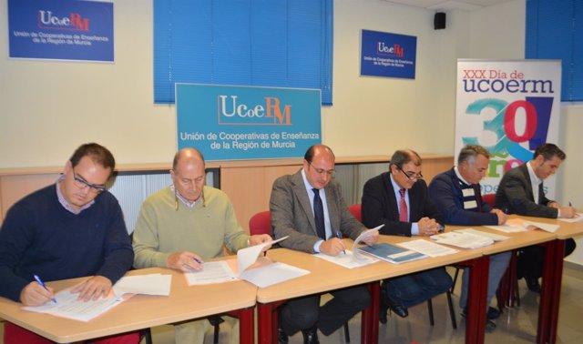 Firma convenio cooperativas de enseñanza