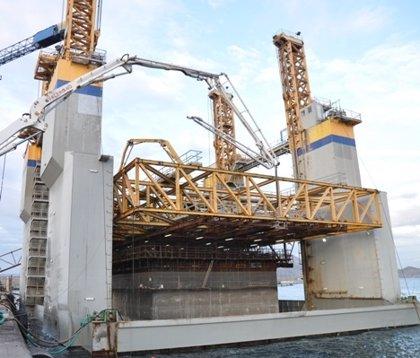 Ferrovial-Agroman fabrica en Escombreras cajones de hormigón para un proyecto en el Puerto de Palma de Mallorca
