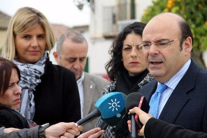 Diputación y Ayuntamiento de Otura reciben dos nuevas pistas de pádel en las que se han invertido 75.000 euros