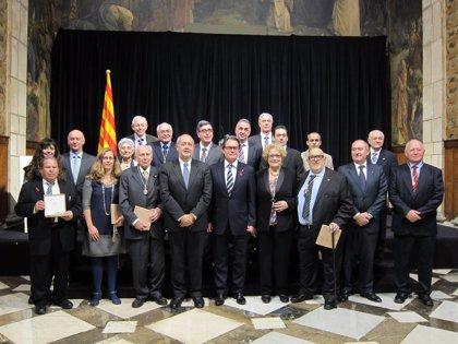 """Mas entrega las medallas y placas President Macià a quienes han sido """"guías y ejemplo"""""""