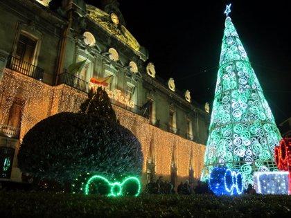 """Las iluminaciones navideñas del Palacio Provincial, los Baños Árabes y el San Juan de Dios """"resaltan su belleza"""""""