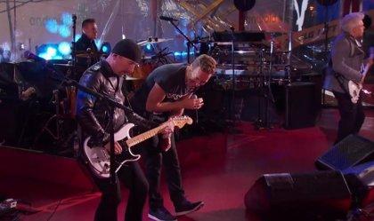 Vídeo: Bruce Springsteen y Chris Martin, cantantes de U2 por una noche