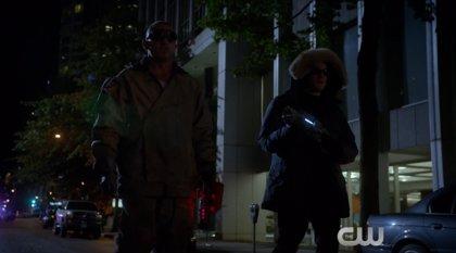 Tráiler extendido de Flash vs. Arrow: Capitán Frío y Heat Wave