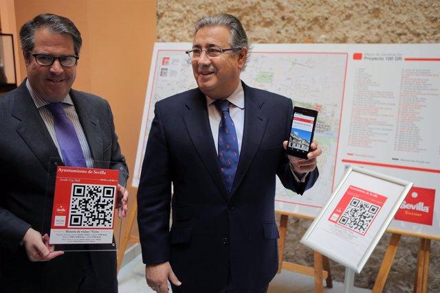 Serrano y  Zoido presentan el proyecto de instalación de códigos QR