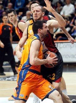 Rafa Martínez, del Valencia Basket, en un partido ante el Galatasaray