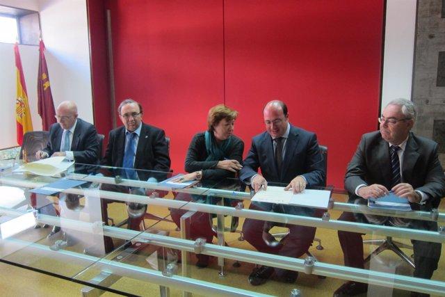 Martínez, Orihuela, Barreiro, Sánchez y Martínez Asensio firman el convenio