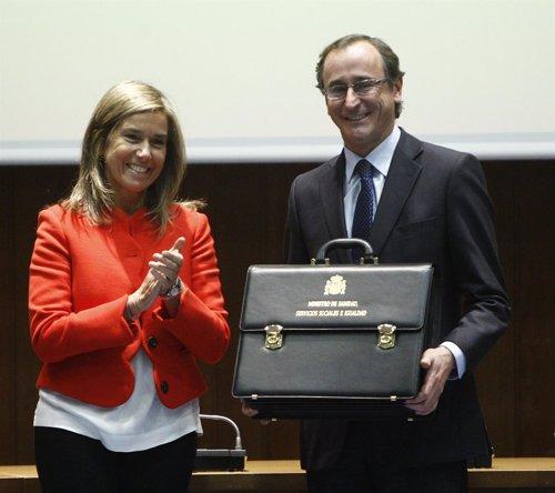 Ana Mato le entrega la cartera de Sanidad a Alfonso Alonso