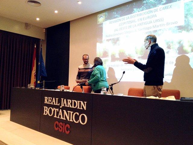 Los investigadores en la entrega del premio en el Jardín Botánico de Madrid