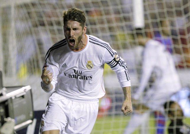 Sergio Ramos celebra el primer gol ante el Levante