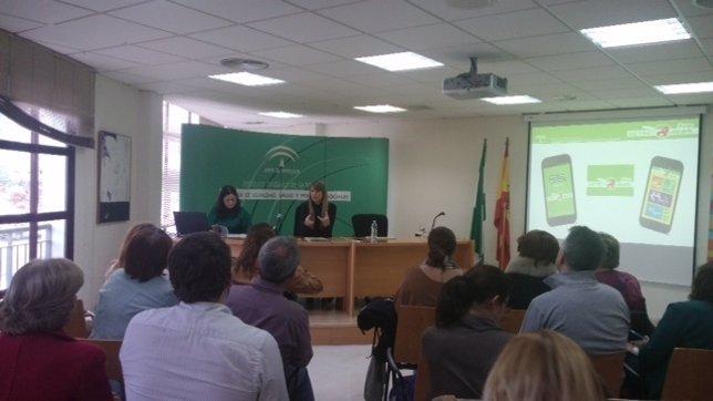 La coordinadora del IAM, Estefanía Martín Palop, presenta la app Detecta Amor