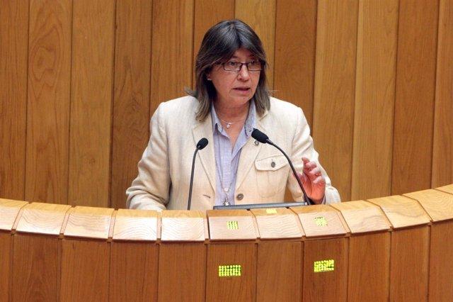 La conselleira Rosa Quintana en el Parlamento.