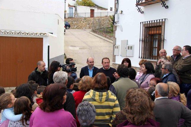 Conejo PSOE visita Serrato junto a Francisco Lopez presidente ELA