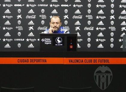 Nuno descarta a Joao Pereira