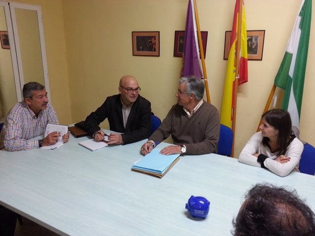 Reunión del PSOE de Jaén y vecinos de Loma del Royo