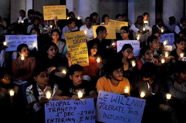 Vigilia en recuerdo de las víctimas de Bhopal 30 años después