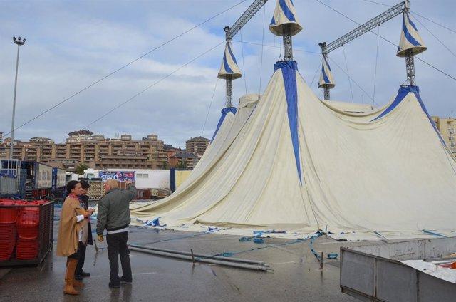Montaje de la carpa del circo italiano
