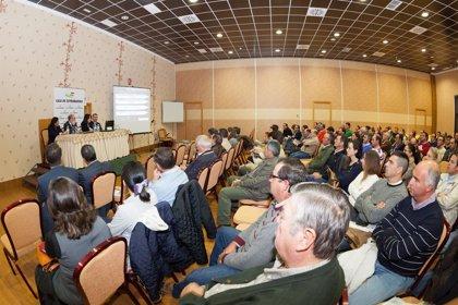 Más de mil agricultores asisten a las conferencias sobre la nueva PAC organizadas por Caja de Extremadura