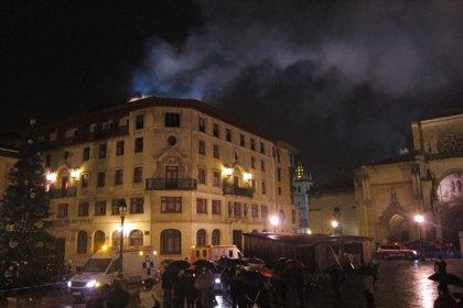 Declarado un incendio en el edificio de Caja de Ahorros de la Plaza de la Catedral