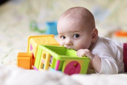 Juguetes para bebés, cómo jugar sin peligro