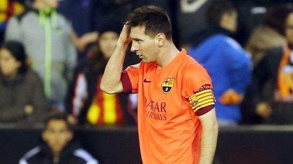 Retiran una tarjeta amarilla a Messi, golpeado por un objeto