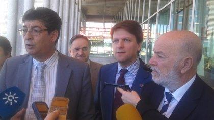 Valderas pide un informe sobre las exhumaciones y avisa a Ayuntamiento que no confrontará en este tema