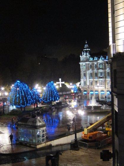 La ciudad ya luce sus adornos navideños