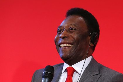 """Pelé dice estar recuperado y agradece el apoyo """"a todo el mundo"""""""