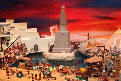 El encendido del alumbrado y el Belén de Playmobil dan el pistoletazo de salida a la Navidad en Tomares
