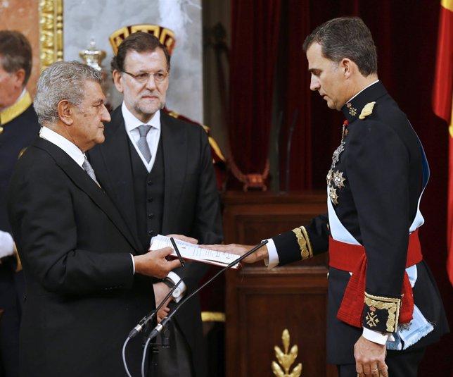 El Rey Felipe VI jura la Constitución el 19 de junio de 2014