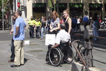 CiU pide más plazas de tren para personas en silla de ruedas y billetes gratis para quienes los acompañan