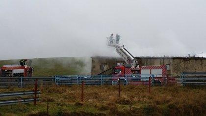 Un incendio calcina una cabaña en Soba