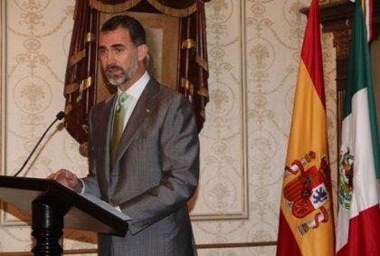"""Felipe VI dedica su primer acto en Veracruz a la emigración española en señal de """"cariño y reconocimiento"""""""