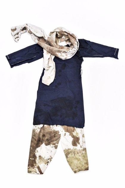 Exponen el uniforme que llevaba Malala cuando fue tiroteada por los talibán