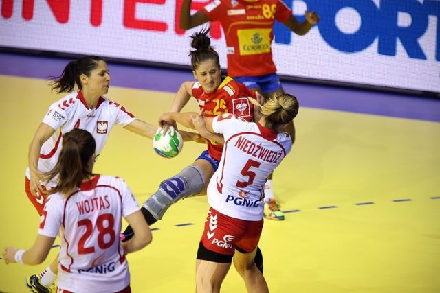 España gana a Polonia en el Euroepo femenino de balonmano