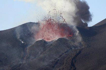 Un pueblo es engullido por el volcán de la isla de Fogo, en Cabo Verde