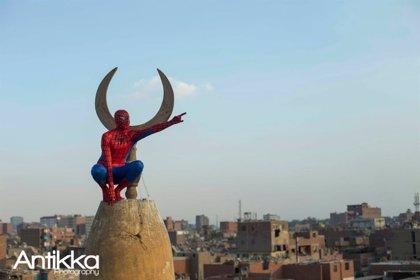 Spiderman recorre las calles de El Cairo