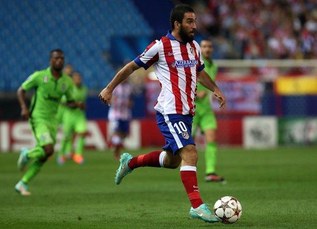 Arda Turan durante el Atlético Madrid - Juventus