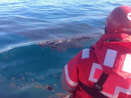 Detectan un vertido de fuel en aguas del Estrecho cercanas al puerto de Ceuta