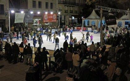 La pista de hielo de Lleida recibe unos 2.000 patinadores la primera semana
