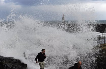 Cantabria continuará este martes en alerta amarilla por oleaje