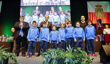 Cantabria vive su Fiesta del Fútbol con un llamamiento a la no violencia