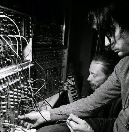 Imagen de Radiohead trabajando en el estudio