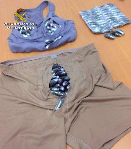 Intervenidos en Tarifa casi dos kilos de hachís en un doble fondo realizado en la ropa interior