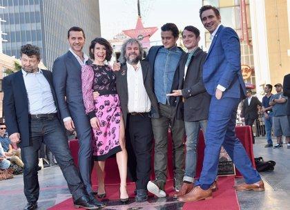 El reparto de El Hobbit descubre con Peter Jackson su estrella en el Paseo de la Fama